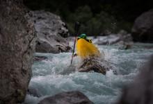reka Soča kajak sportna fotografija slovenia